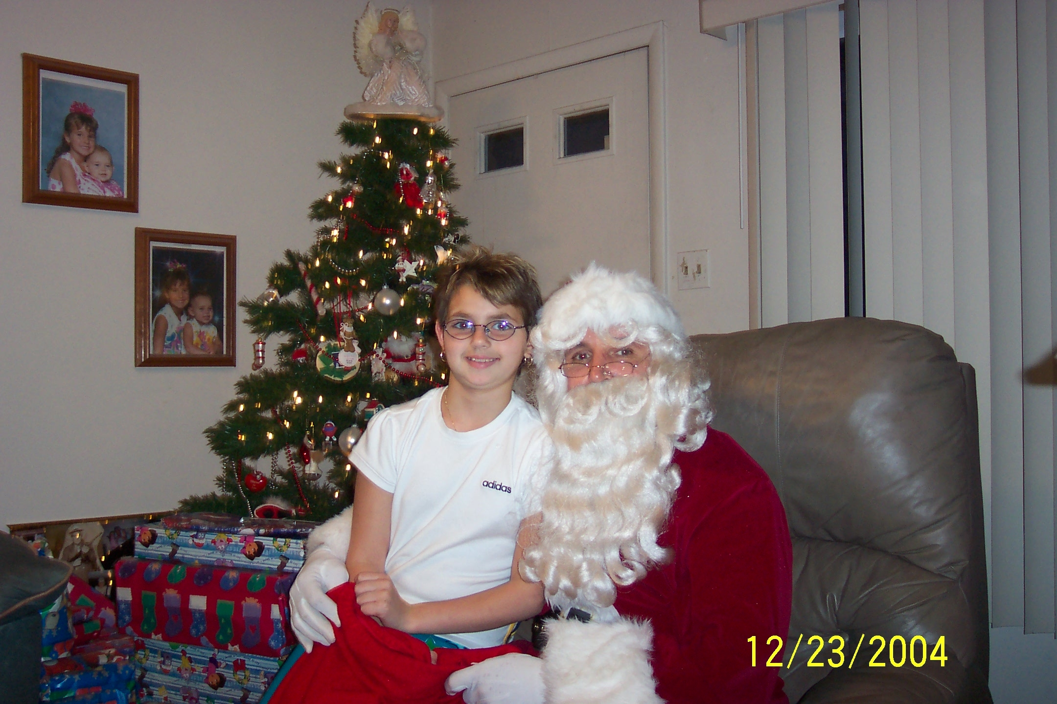 Alex home visited by Santa 2004